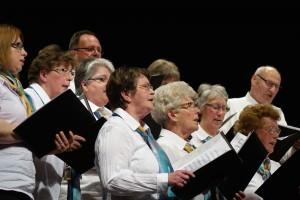 Der gastgebende Chor aus Blaufelden eröffnete das Jubiläumskonzert.