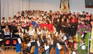 Kooperation gelebt mit 5 eigenen Chorformationen, einem Nachbarverein und dem Musikverein