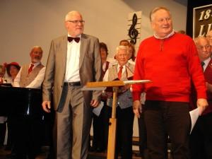 Der alte und der neue Chorleiter des Liederkranzes beim gemeinsamen Konzert in Baltmannsweiler. Links Gotthilf Greiner, rechts Wolfgang Layer