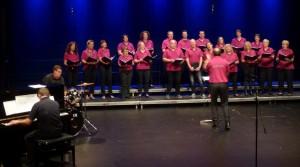 Chorrage Auftritt Theaterhaus