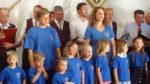 """Der Patenverein MGV-Aichelau singen gemeinsam mit dem MGV-Ehestette, während der kath. Kindergarten Pfronstetten zum zweiten Mal die """"Caruso-Auszeichnung"""" erhielt"""