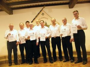 von links: Klaus Deißler, Hermann Rezbach, Freider Sorg, Manfred Asum, Karl-Heinz Rudolf, Kassier Josef Asum, Vorsitzender Siegfried Göker, Willi Asum und Dirigent Engelbert Wolpert. Nicht im Bild ist Herbert Göker.