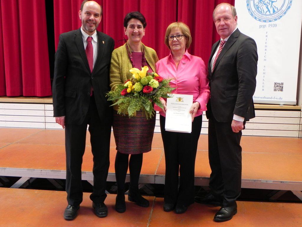 Marga Wiesheu mit Ehrennadel des Landes Baden-Württemberg ausgezeichnet