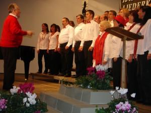Unter dem neuen Dirigenten Wolfgang Layer eröffnete der junge Chor, Joy of Music das Konzert
