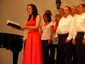 """Die Sopranistin Constanze Seitz gab dem alten Volkslied """"Im schönsten Wiesengrunde"""" zusammen mit Joy of Music ein ganz neue Prägung"""