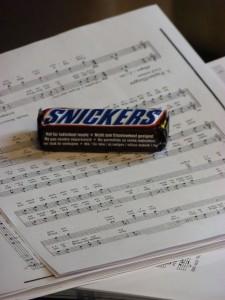 Da ist auch mal Schokolade erlaubt. Singen ist gesund.