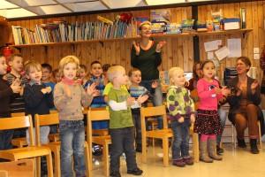 Stolz präsentierten die Kleinen ihren Eltern was sie im Kindergarten in Sachen Gesang so alles lernen